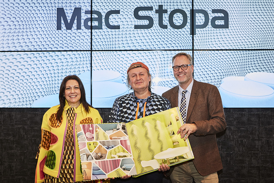 Mac Stopa auf der Heimtextil 2017 am Stand von A.S. Création