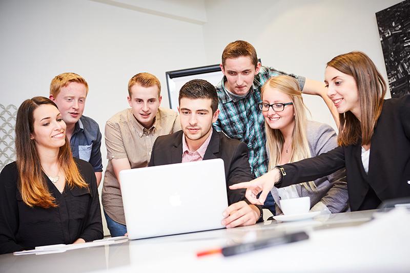 Ausbzubildende Industriekaufleute bei A.S. Création in Gummersbach und Wiehl