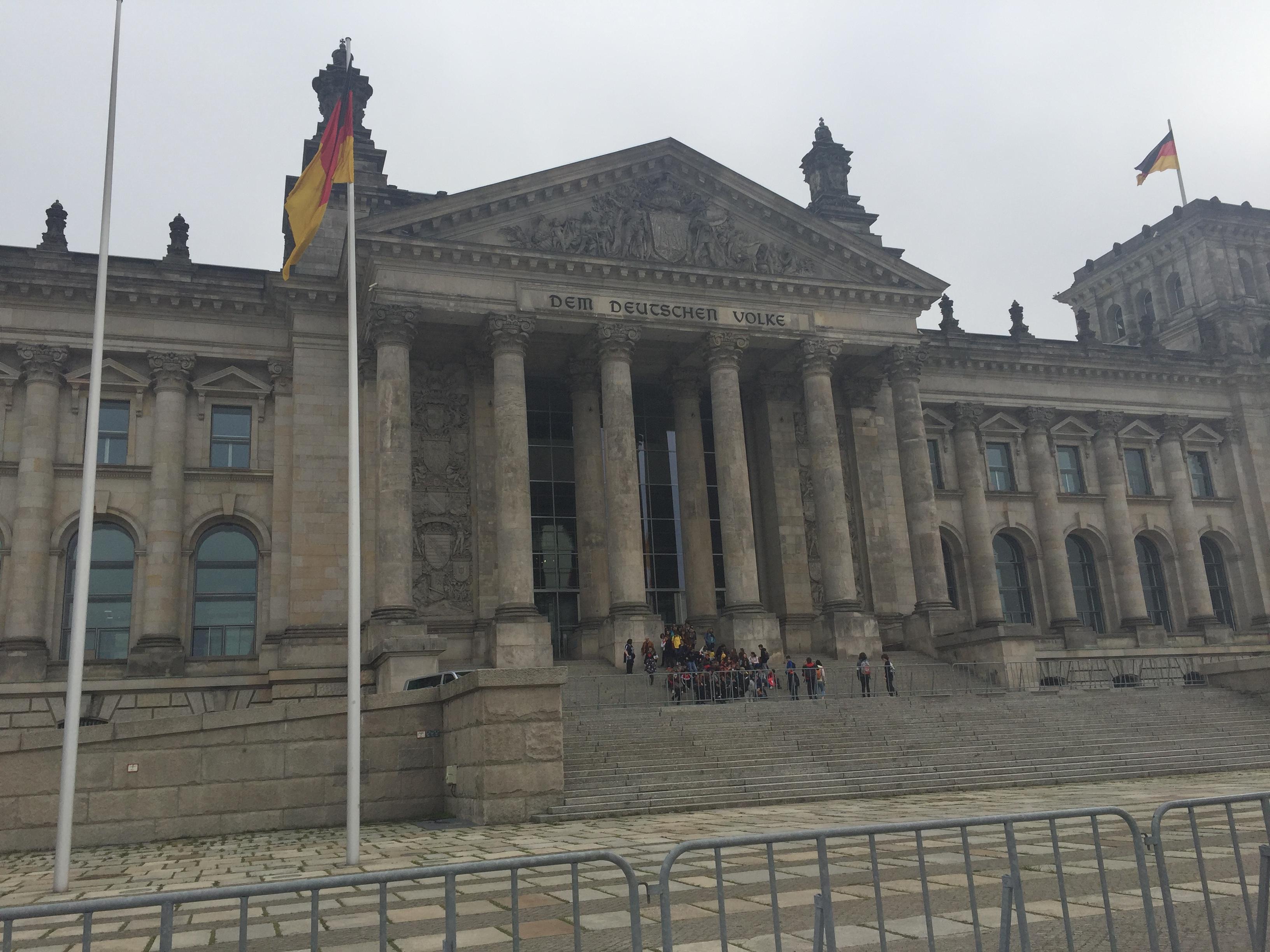 Klassenfahrt Berlin, Ausbildung bei A.S. Création Tapeten AG